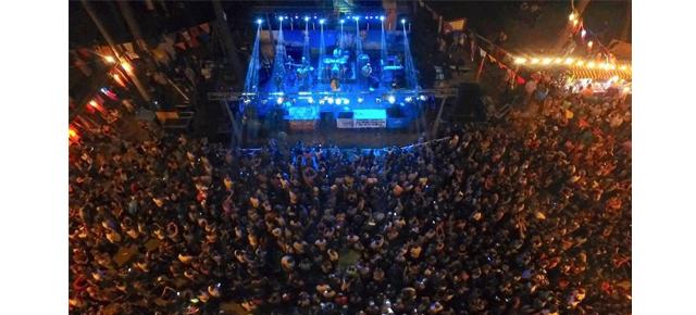 La primera noche del carnaval de Villa Gesell con más de 20.000 personas!!!